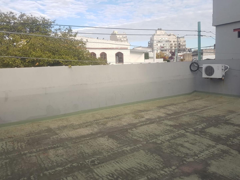 T/ casa 3 ambientes al frente, entrada indep, mas habit en altos, patio con parrilla y gran terraza - Foto 23