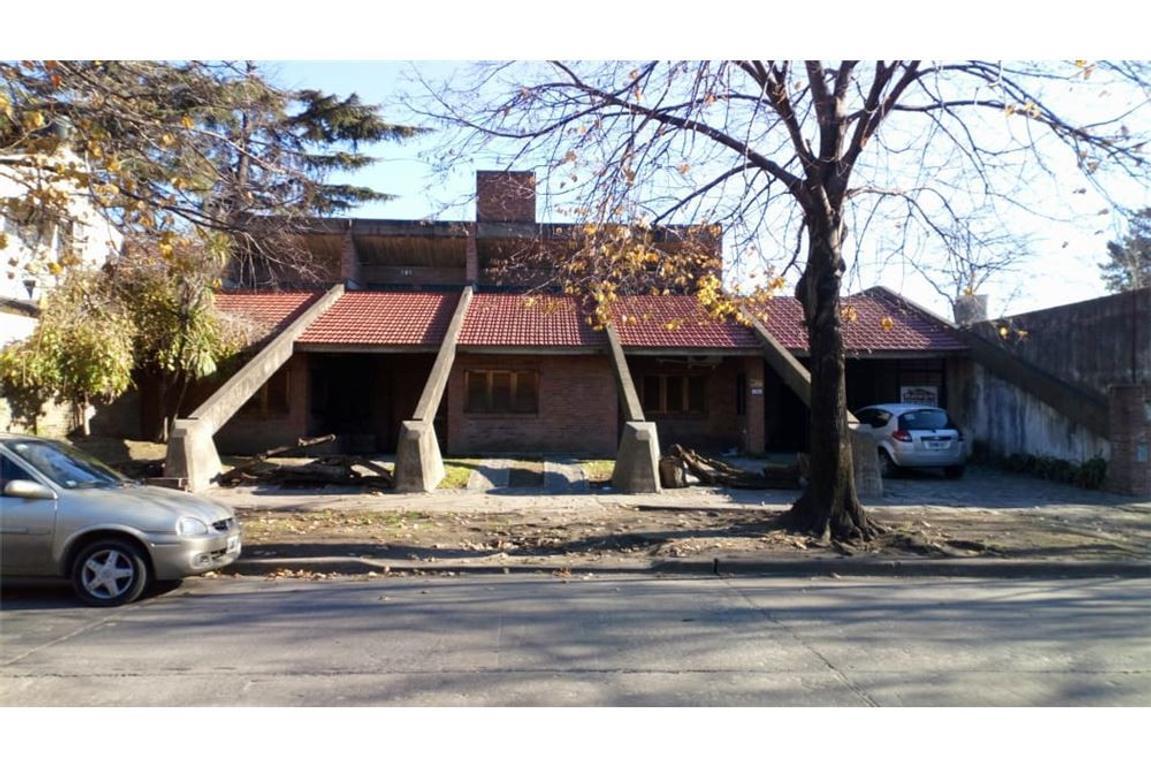 Casa 5 amb con Garage y parque en Merlo