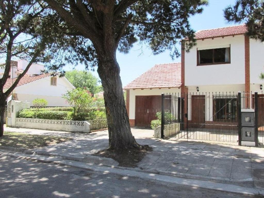 Bonita Casa PH 4 amb. con garage - Barrio San Rafael