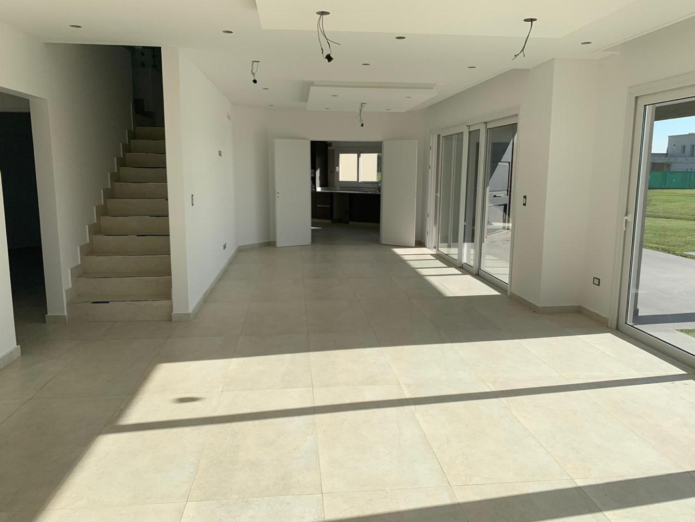 Casa en Venta - 7 ambientes - USD 620.000