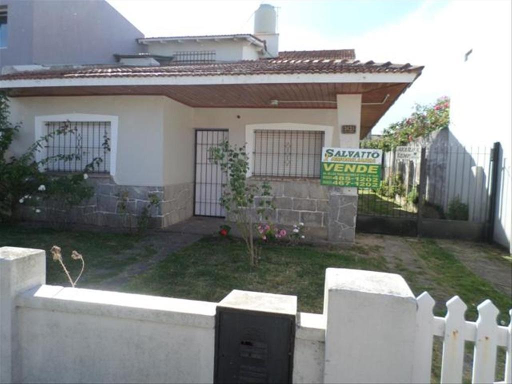 Casa en Venta de 5 ambientes en Buenos Aires, Pdo. de General Pueyrredon, Mar Del Plata, Punta Mogotes
