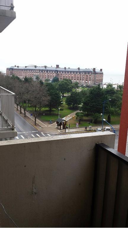 Departamento 3 ambientes, Buenos Aires 2200, al frente. Hermosas vistas. BAJAS EXPENSAS