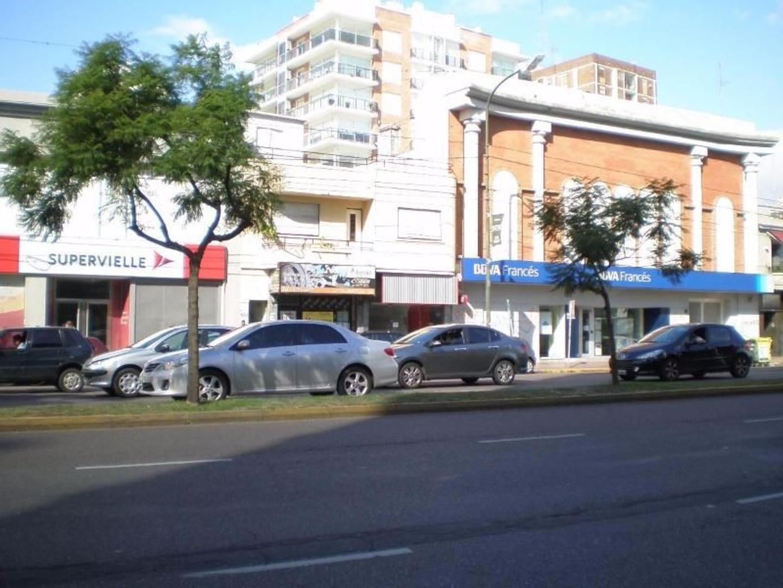 Vende Local  176mts en dos plantas  A Reciclar  Zona Residencial  Sobre Avenida Santa Fe