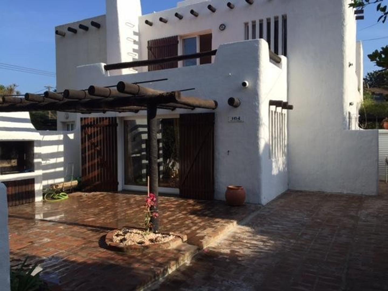 PH Tipo Casa a 1 Cuadra de La Playa.