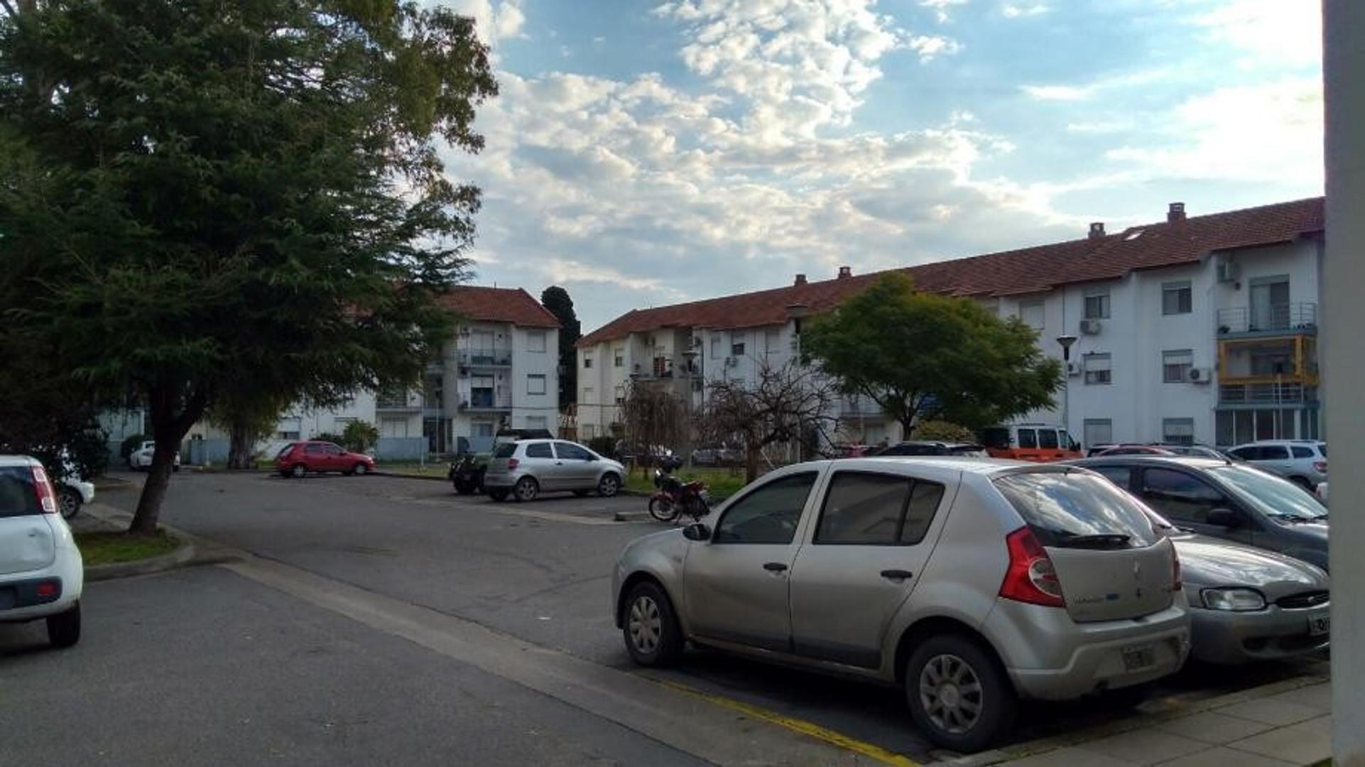 Departamento de 5 ambientes c/balcón al frente y cochera - J.B. Justo al 3000, Quilmes Oeste