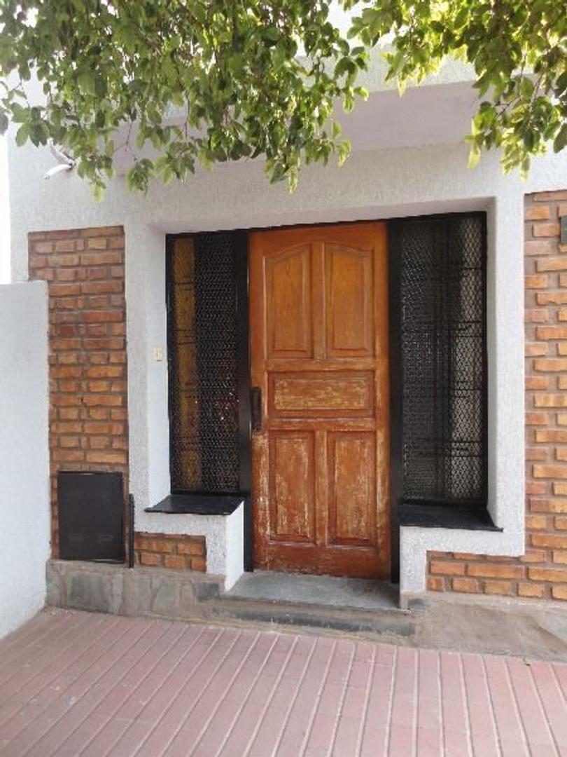 Casa céntrica. Calles Bs As y San Martín.