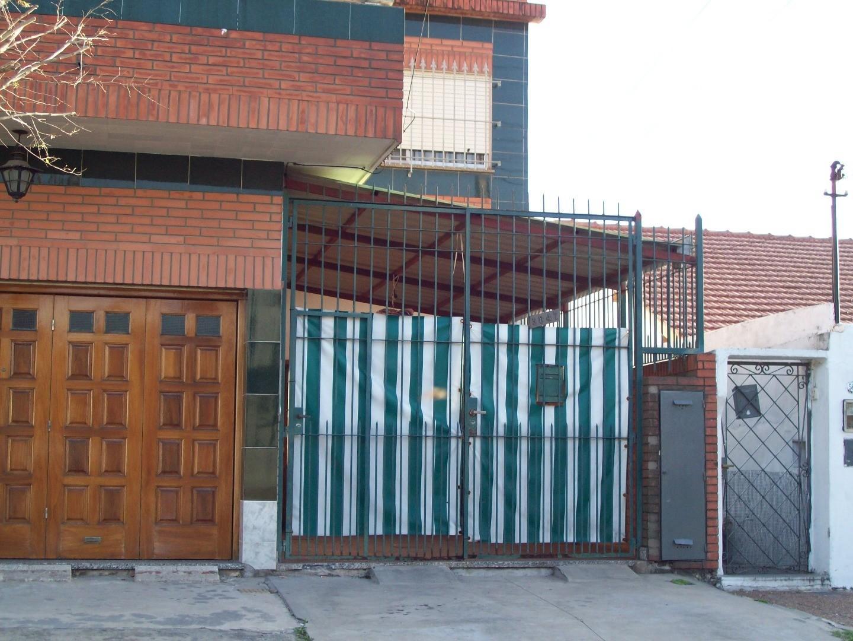 DEPTO T/CASA AL FRENTE - VILLEGAS 5600 - WILDE - 3 AMBIENTES CON COCHERA Y PATIO