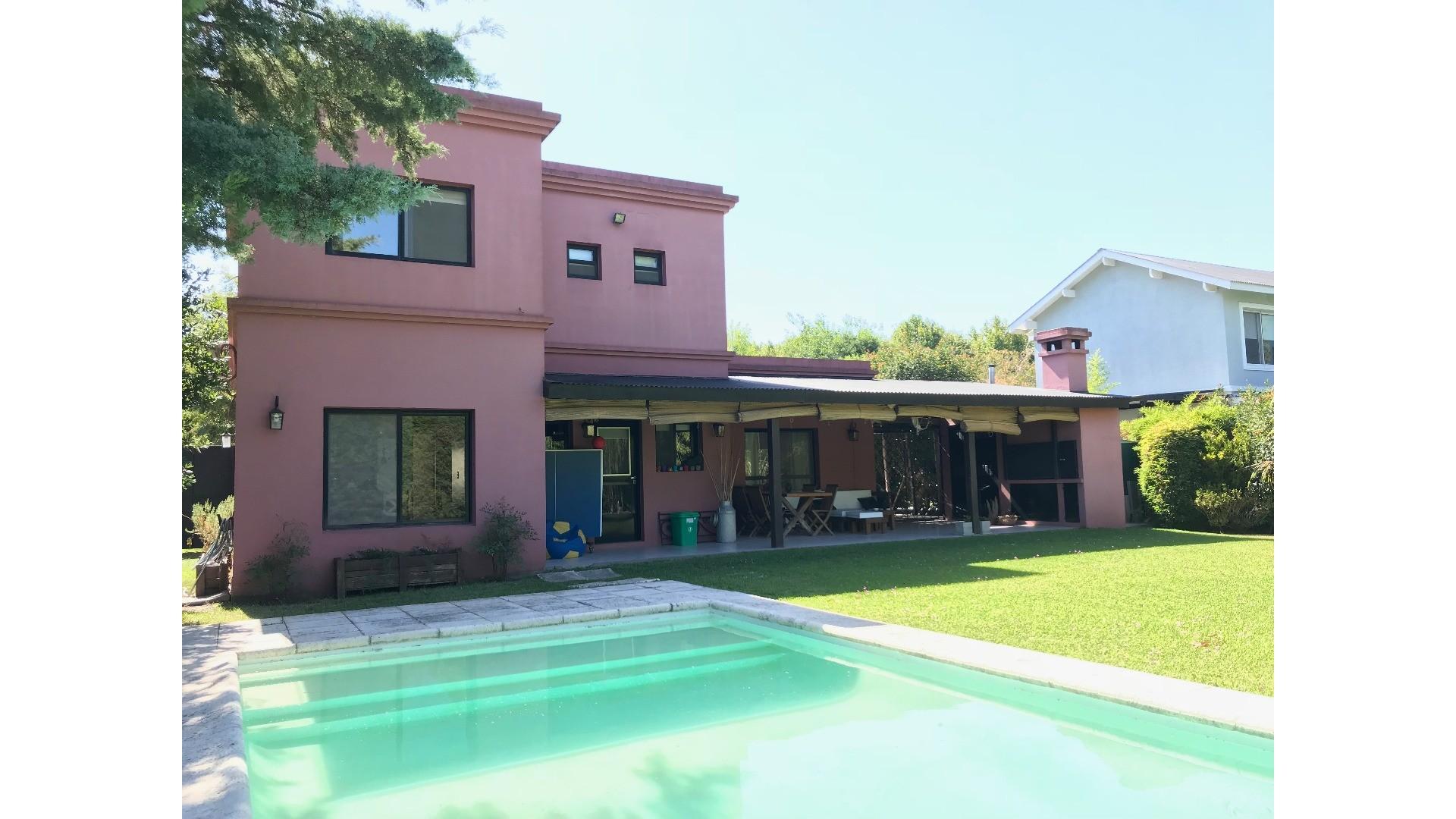 Impecable casa en el Barrio Privado Bermudas