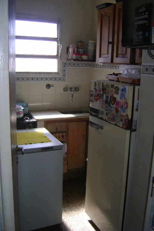 Muy buen Monoambiente en piso alto, cocina separada!