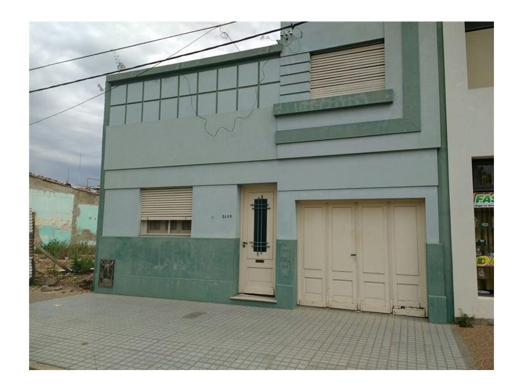 Casa zona Céntro, 3 dorm. y local comercial