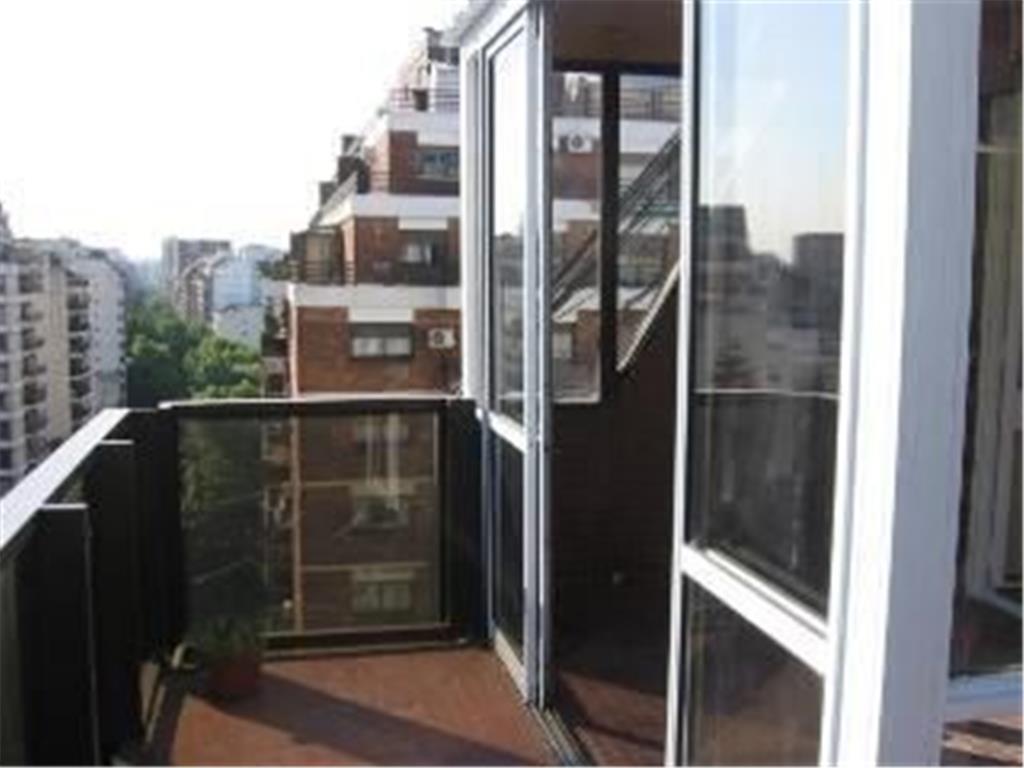 Monoambiente con balcón terraza
