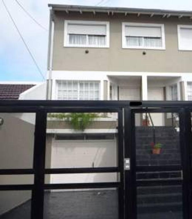 Saavedra – Triplex -  5 amb – 300 m2 – Conde 4300 – U$S 470.000