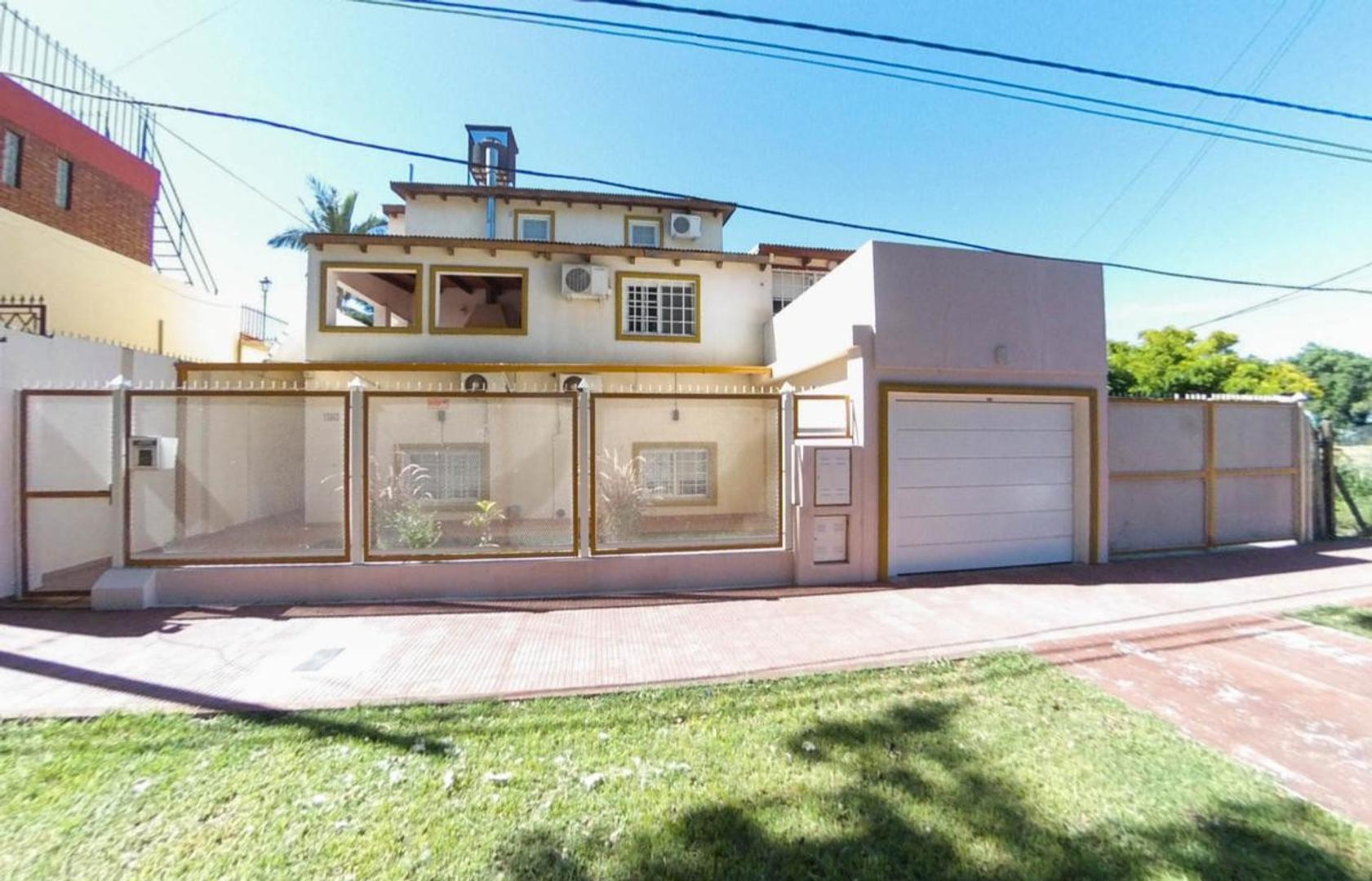 Casa en Venta en Alberdi - 9 ambientes