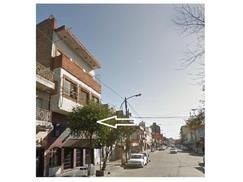 Locales y edificio Comercial  800 M2 sobre  Av. Principal