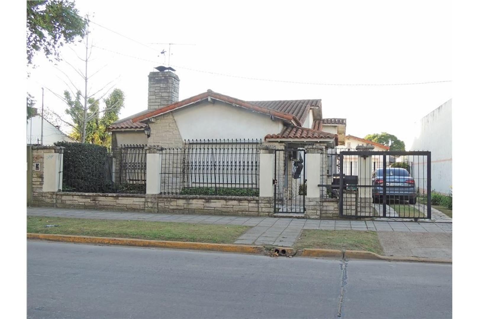 Casa lote de 562m2 - Fot: 2,4 zona céntrica Moreno