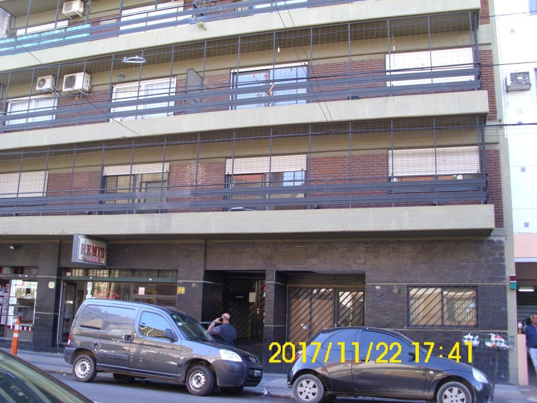 EXCELENTE UBICACION Y DEPARTAMENTO, CENTRO AVELLANEDA.-