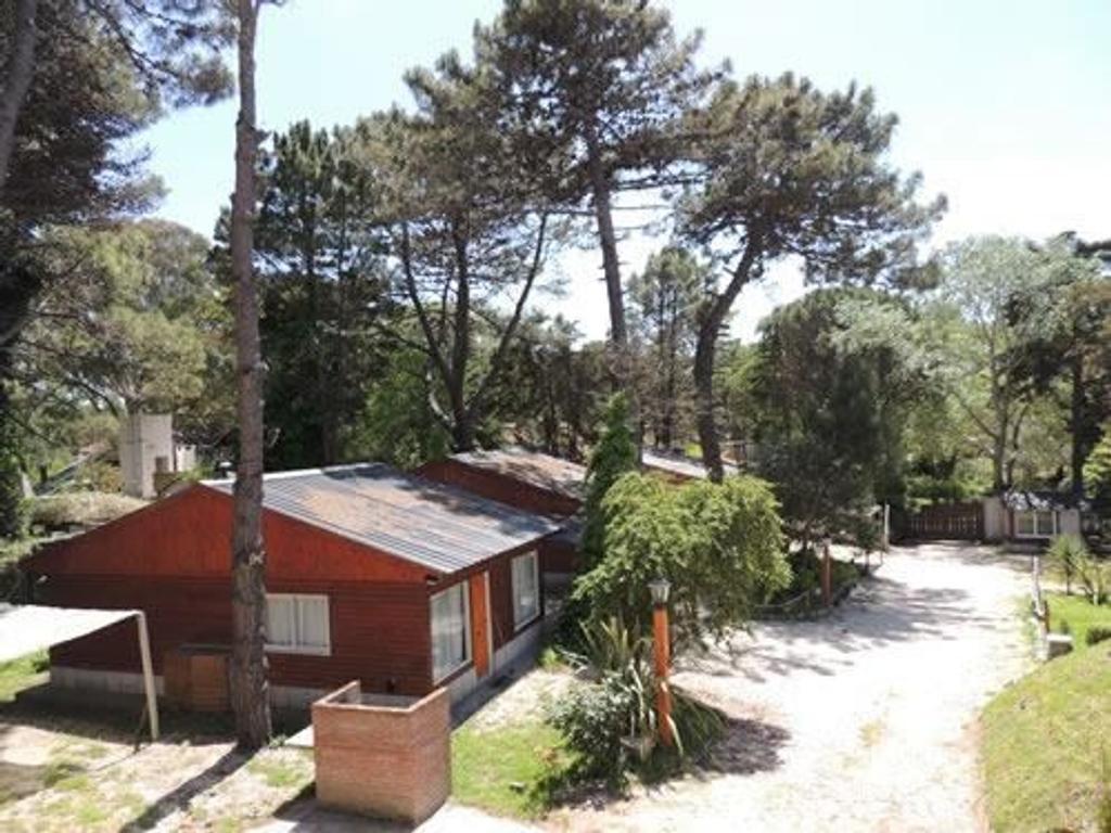 En Venta, Villa Gesell, excelente Complejo de 14 Cabañas a 200 mts del mar, lote de 5.000m2
