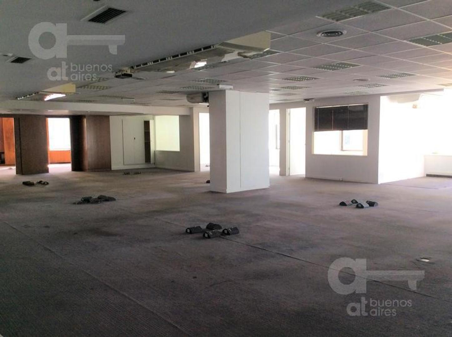 UNICA Oficina comercial de 600 m2 con vista al río y 3 cocheras