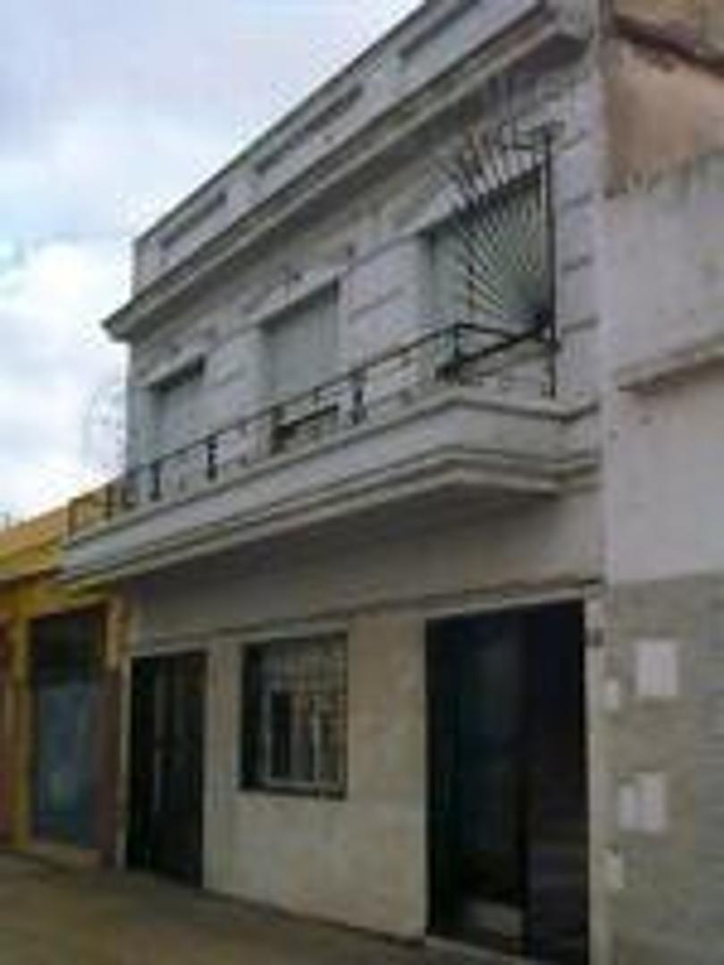 PH DE 180M2 90M2 CUBIERTOS 3 DORMITORIOS, BAÑO COCINA, LAVA. , PATIO Y COCHERA. MAS 90M2 DE TERRAZA