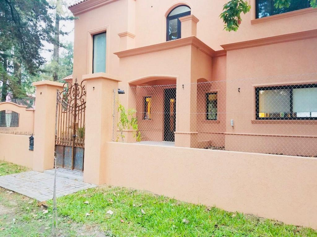XINTEL(GPA-GPA-1748) Casa 5 ambientes en excelente ubicación Parque Leloir