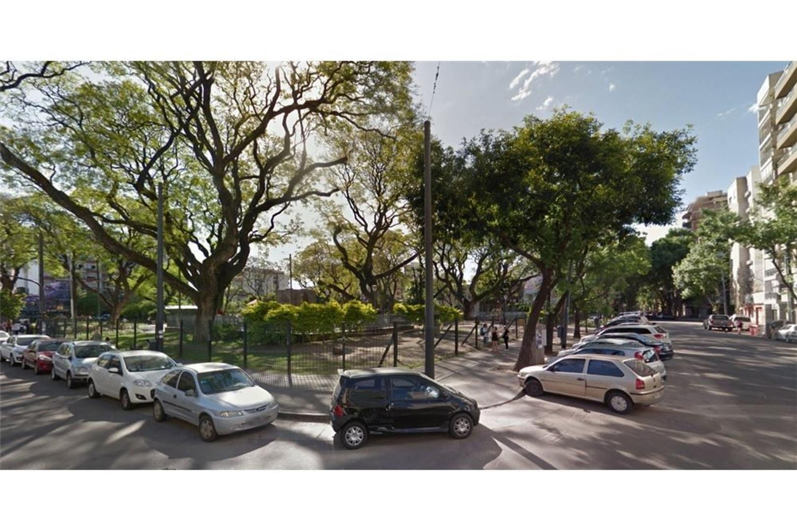 LOTE 9m x 26m en óptima ubicación! Frente a plaza.