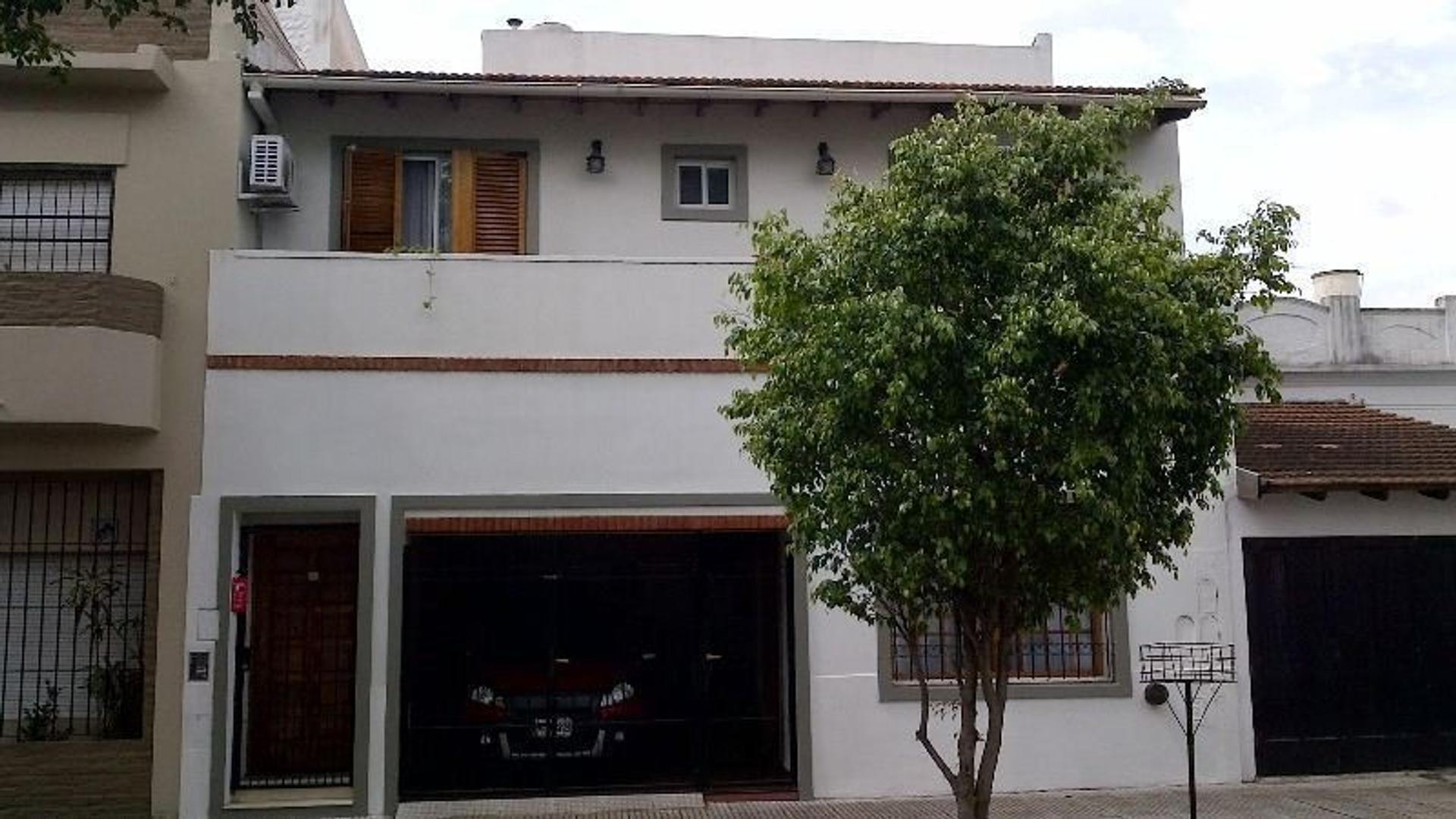 PH 4 Ambientes  Frente  Escritorio Coch/ Terraza / Parrilla. Exc. Estado sup 150 m2 No Apto Crédito