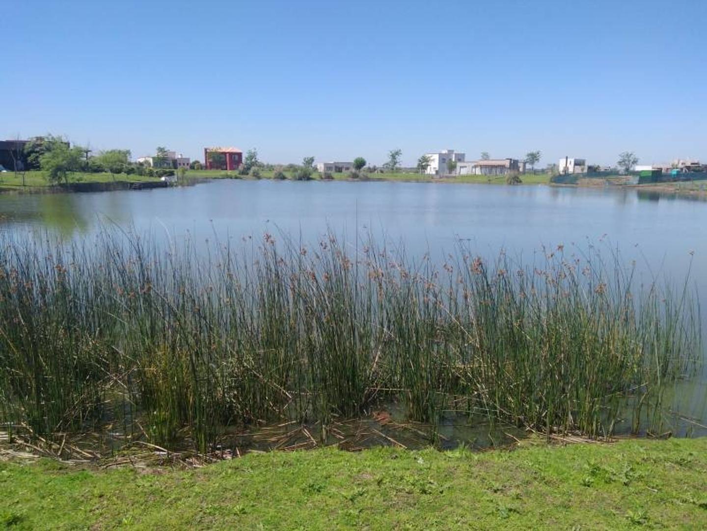 El Canton   Lote al lago en barrio Golf, venta