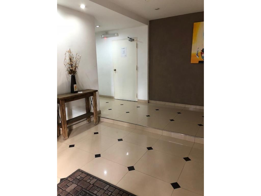 Semipiso al frente de 3 ambientes 2 baños y cochera