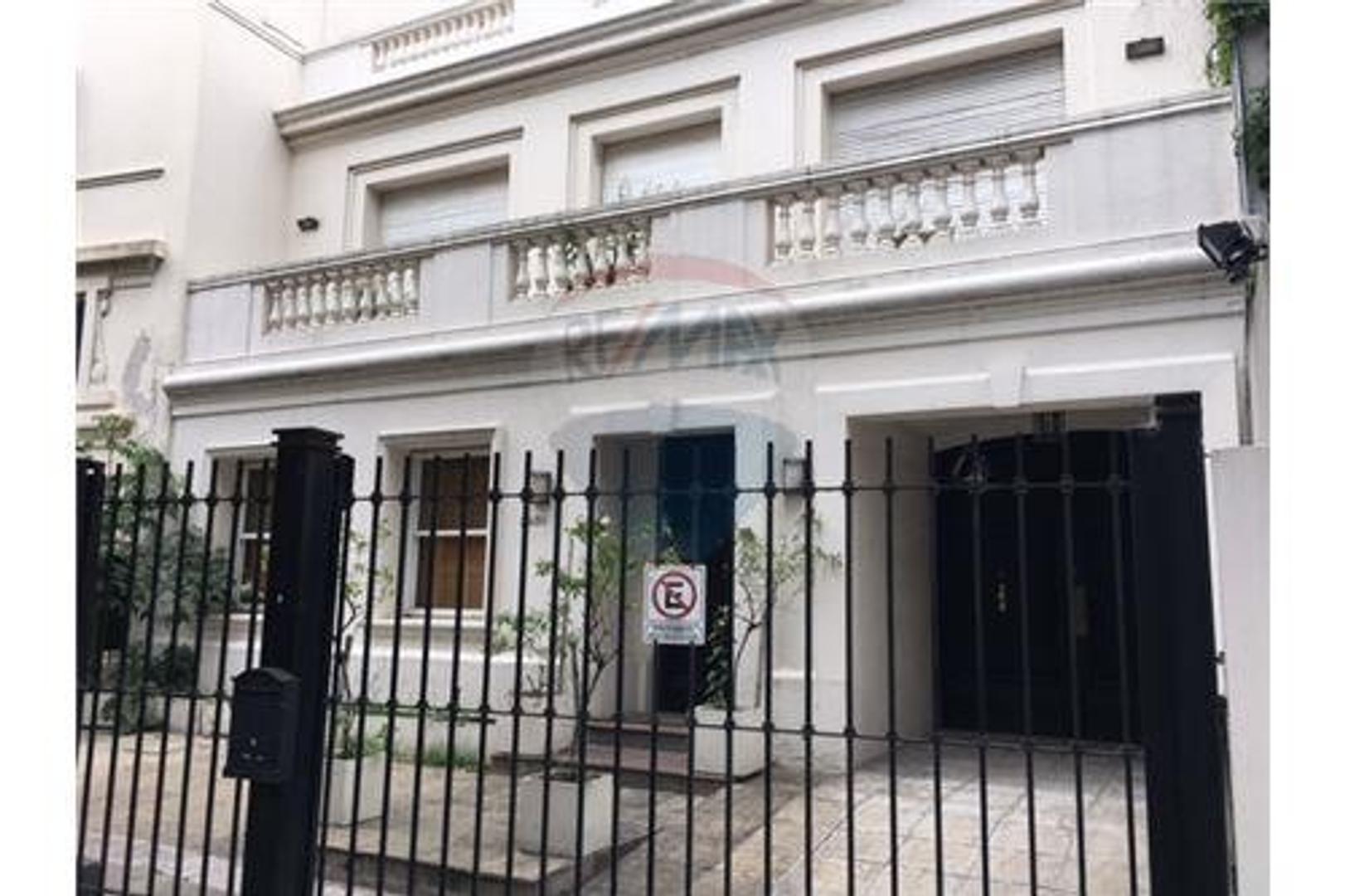 Lujosa casa en Barrio Parque de 580m² sobre Ombú