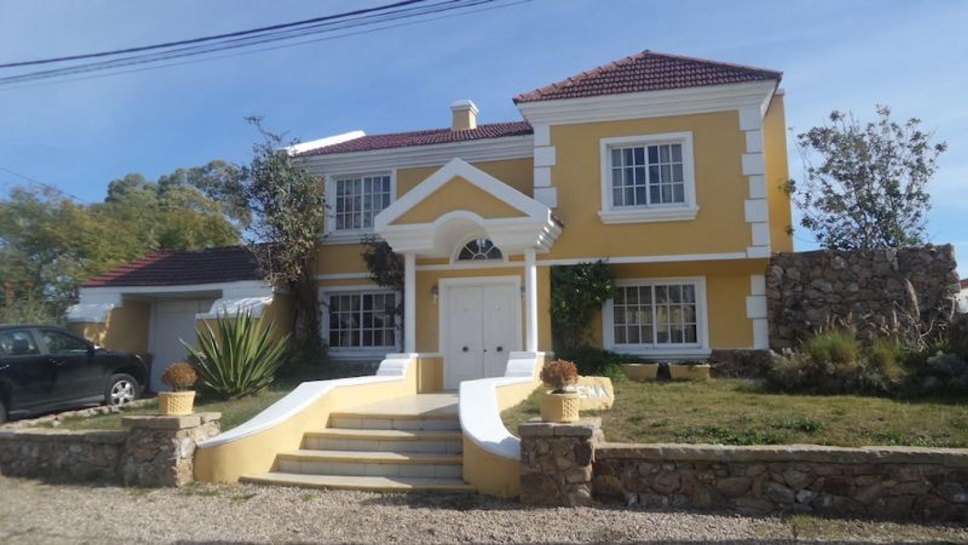 Casa en Alquiler Por Temporada en Pinares - 4 ambientes