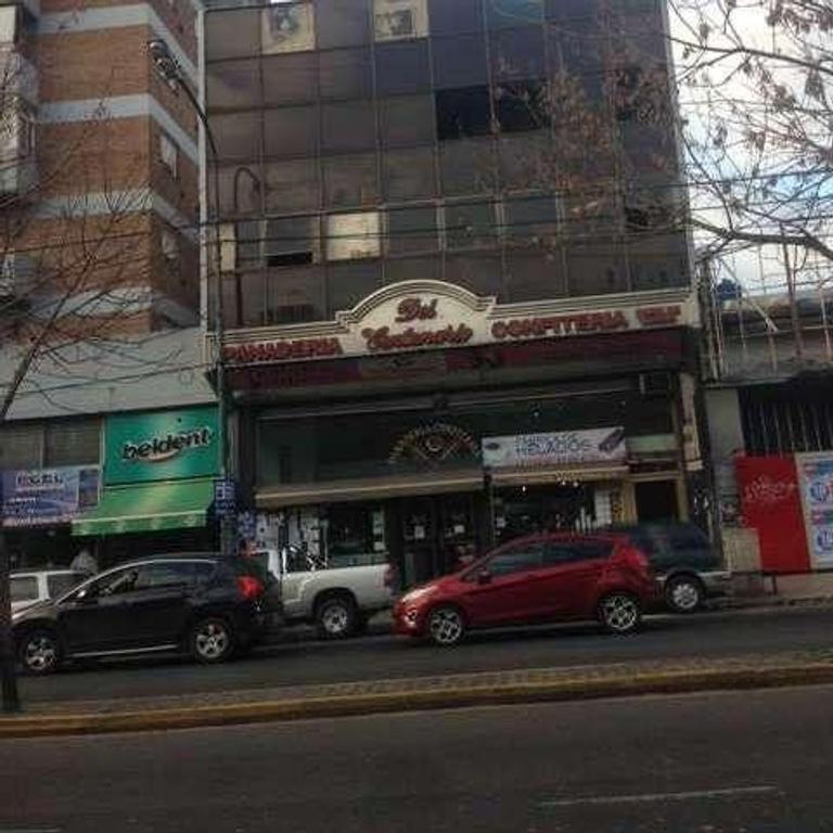 Excelente Local  Zona San Isidro Sobre Av. Centenario