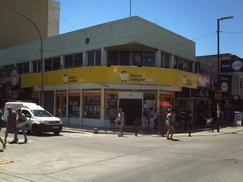 Loca Comercial en Lanus Este.-