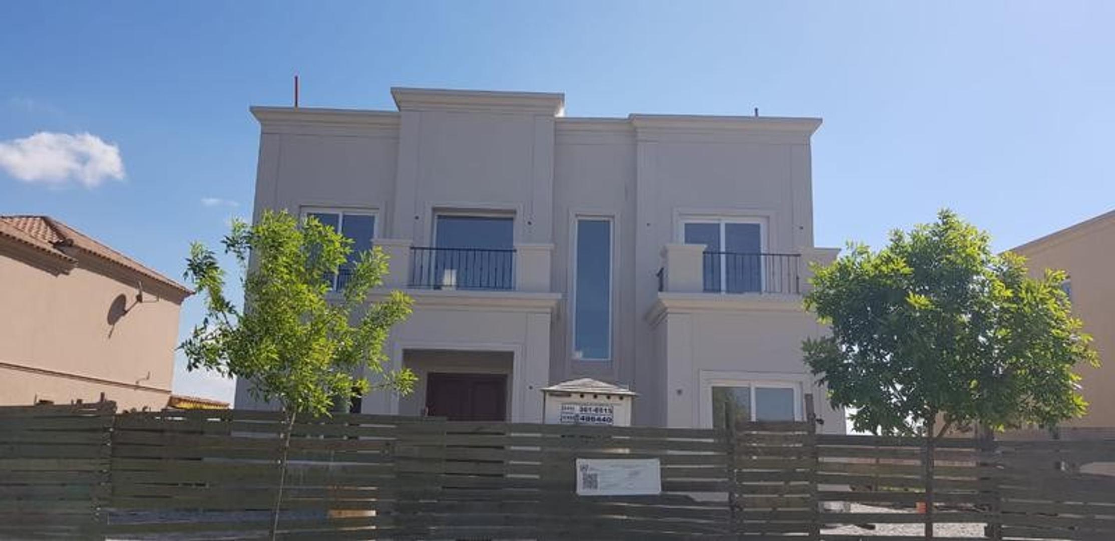 Casa en Venta en Villanueva - 8 ambientes