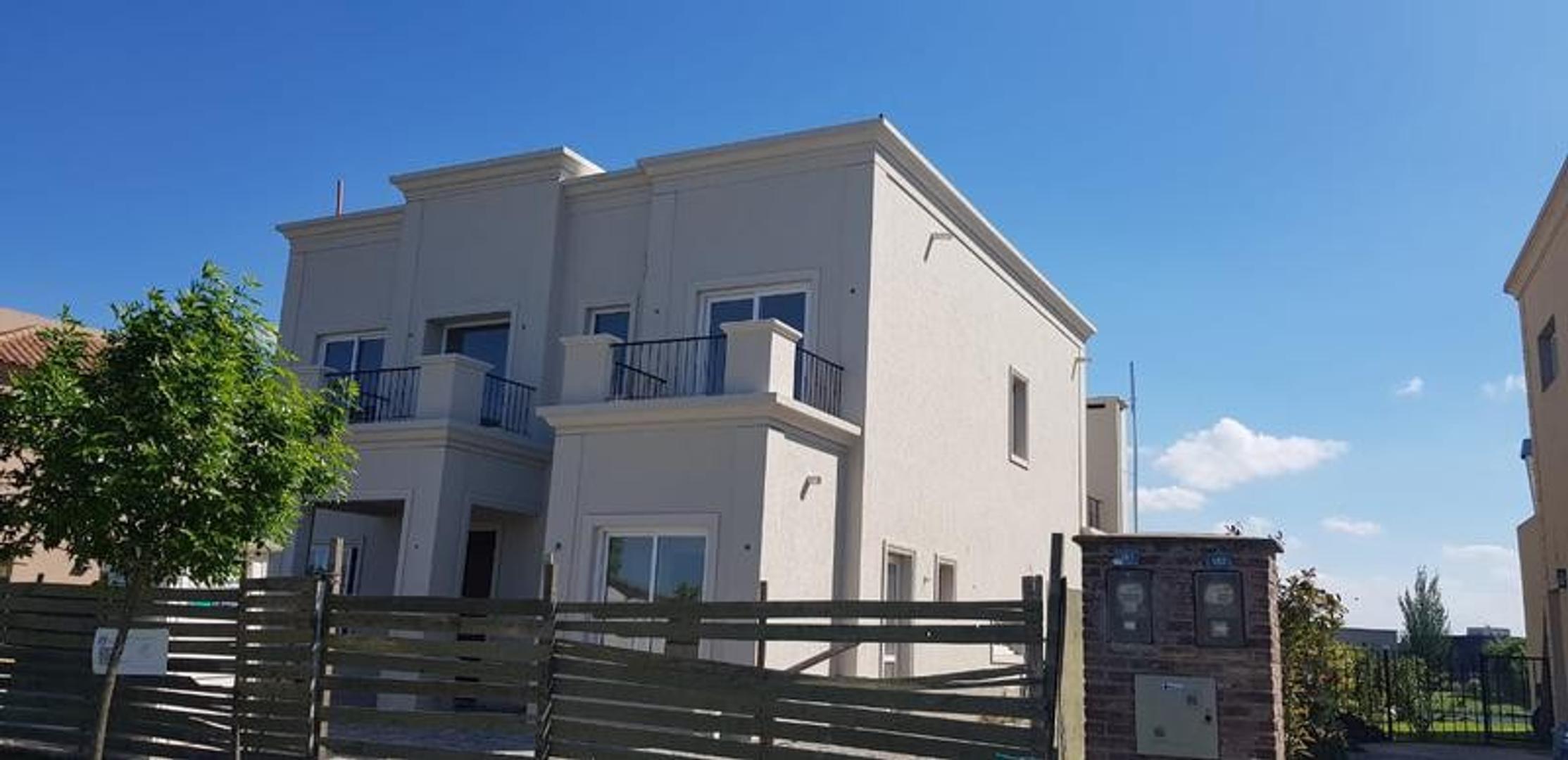 Casa en Venta - 8 ambientes - USD 650.000