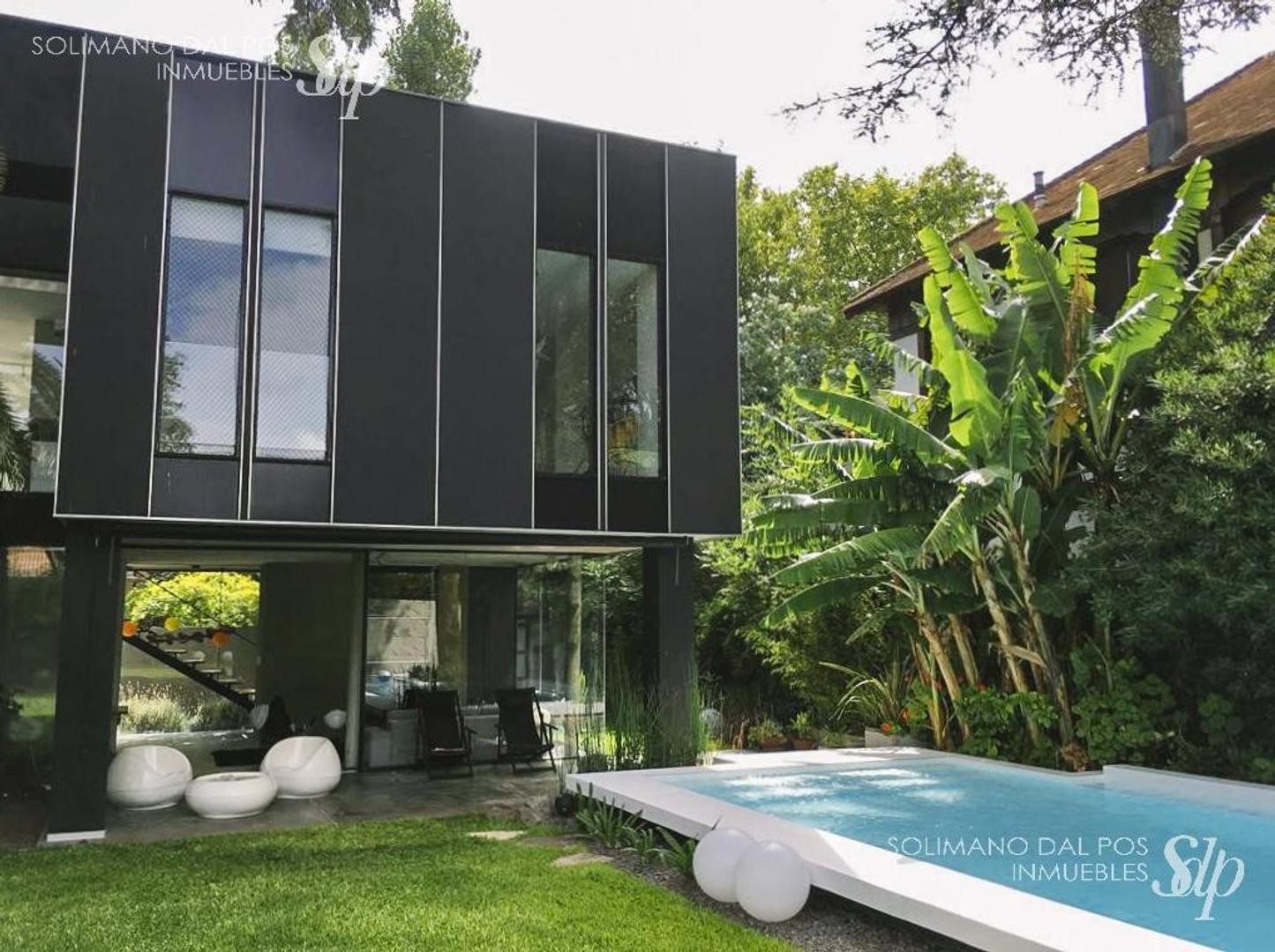 Casa en Venta en Vicente Lopez Vias / Maipu - 5 ambientes