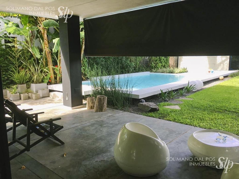 Casa en Vicente Lopez Vias / Maipu con 3 habitaciones