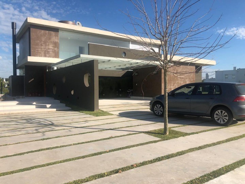 Casa en Venta en Cañuelas Urbano - 5 ambientes