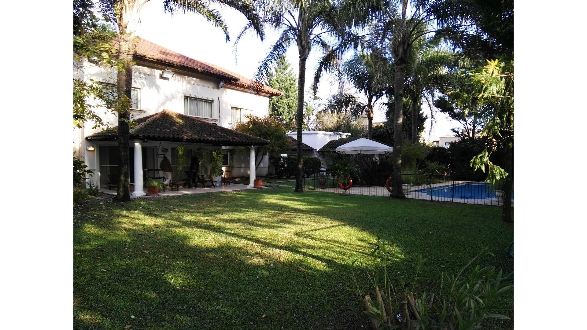 Amplia casa familiar en barrio Buenos Aires Golf , Bella Vista