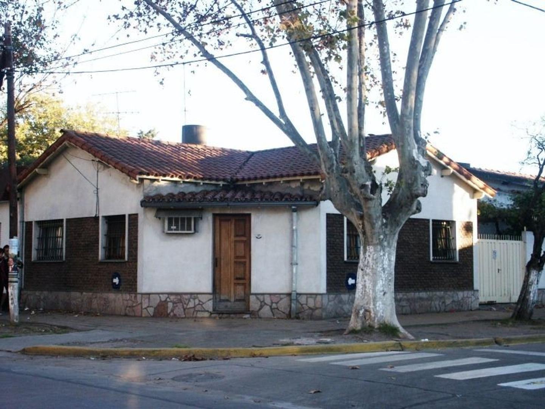 Casa esquina zona Céntrica Merlo Sur apta Edificio y Locales c/oficininas (frente Hospital)