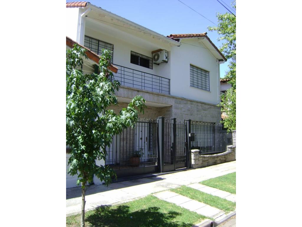 Casa de 5 amb.Apto Crédito!-cochera- quincho- depend-excelente estado y ubicación