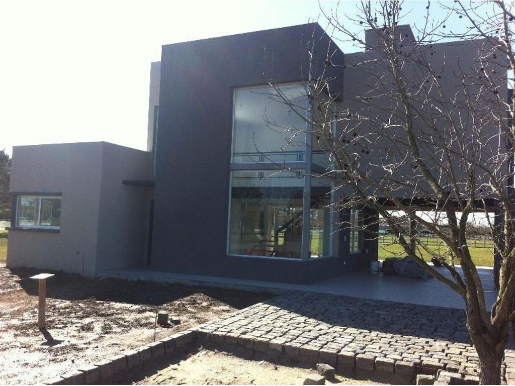 Casa en venta en pilar chico haras del sol haras del for Cementerio parque jardin del sol pilar