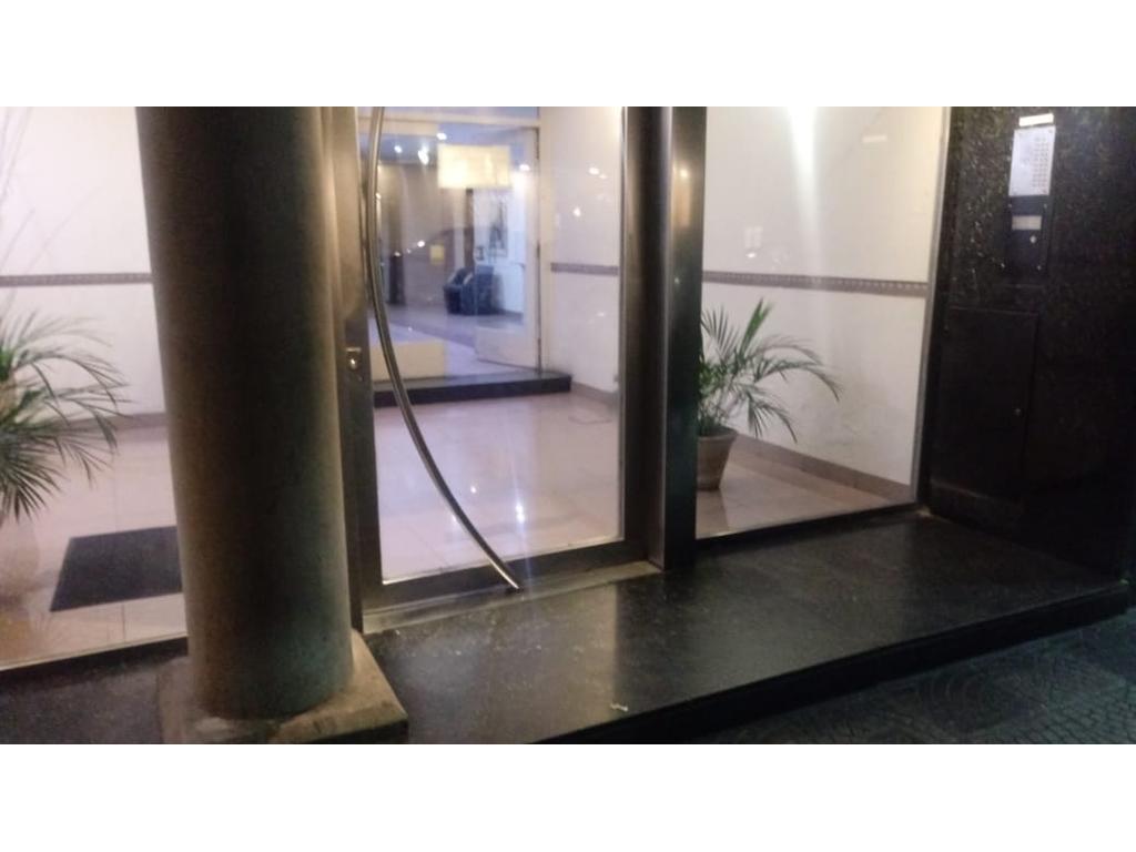 4 ambientes c/  hermoso balcón  y baulera.-
