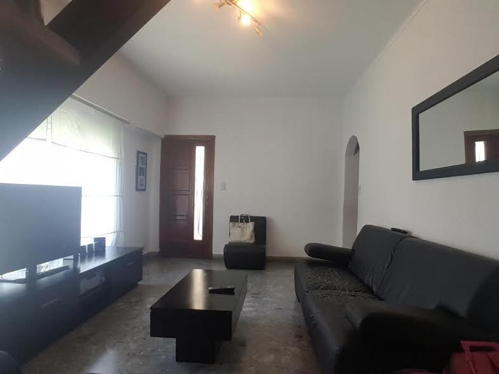 Casa ph venta 2 dormitorios 2 baños patio entrada auto