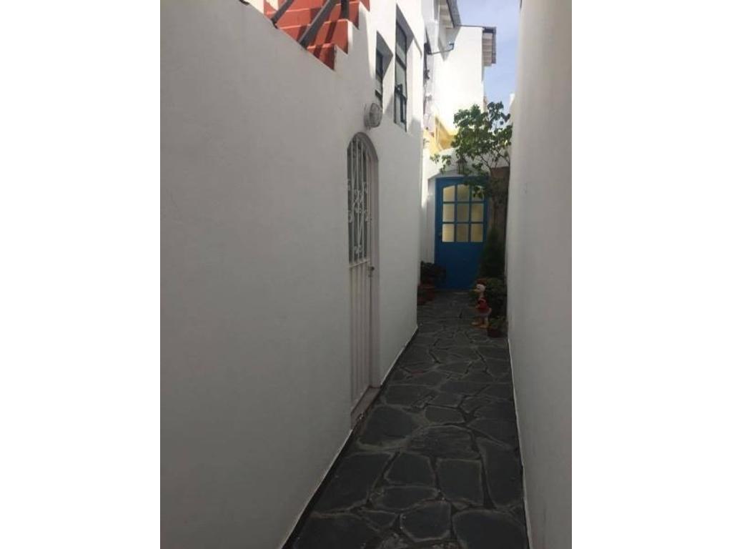 Departamento tipo casa en venta en avenida lisandro de la for Casa de azulejos en capital federal
