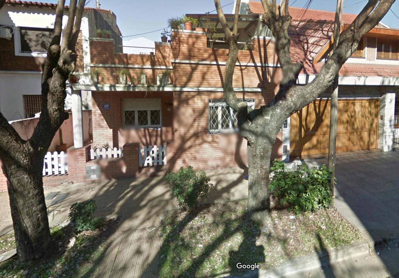 Vendo PH tipo casa, Excelente ubicación. Dueño dir.