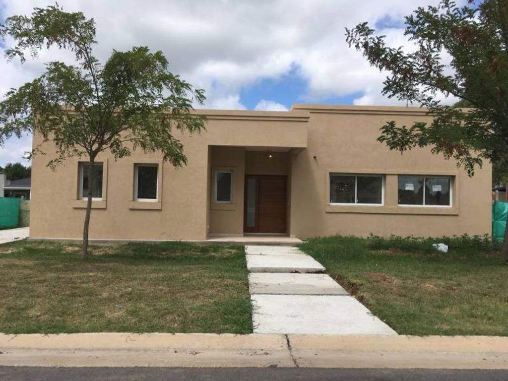 Casa en Venta - U$S 255.000 - San Matias Area 2