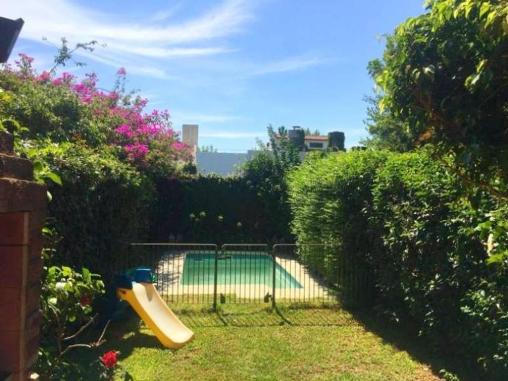 Triplex con jardín y Pileta, Martinez
