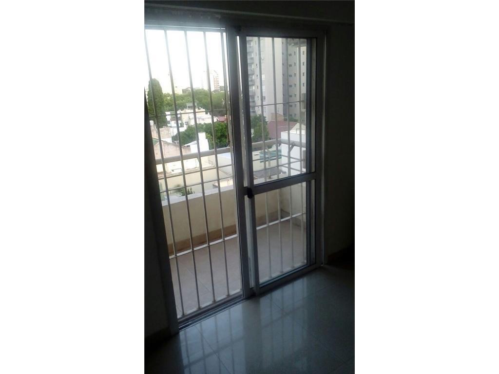 Lanus Oeste -2 amb de 42 m2, impecable con 1 balcones EXCELENTE ESTADO. + 2 COCHERAS