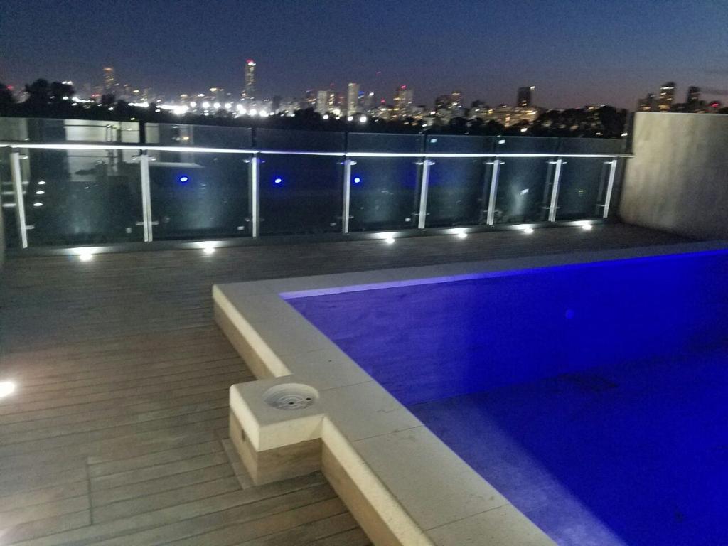 Excepcional 2 ambientes a estrenar, balcón al frente, vista a lagos, piscina. Cochera opcional