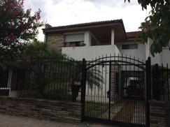Gran casa en PH de 4 ambientes con cochera, parque, balcón terraza cerca estación Haedo